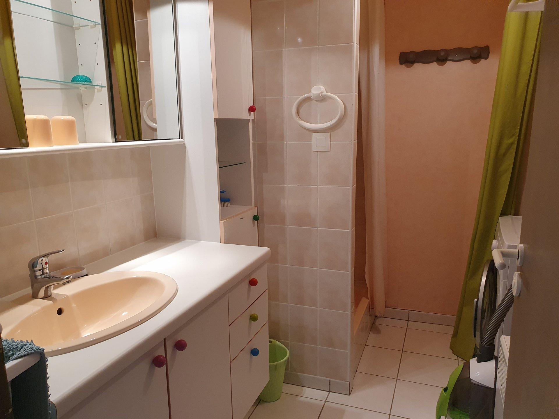 Appartement à louer à Damgan Appartement T2 accès direct petite plage Kervoyal